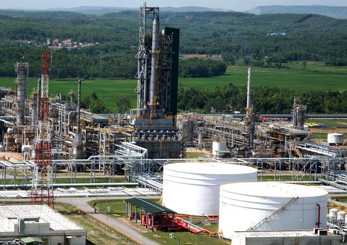 Tăng trưởng kinh tế Việt Nam sẽ bị ảnh hưởng nếu giá dầu giảm sâu. Ảnh: Tất Tiên