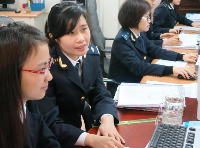 Trong tháng 1-2016, kim ngạch NK của một số mặt hàng có số thu lớn giảm mạnh so với tháng trước. Ảnh: T.Trang.