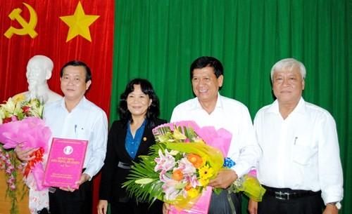 Ông Phan Văn Nhiều (ngoài cùng bên trái)