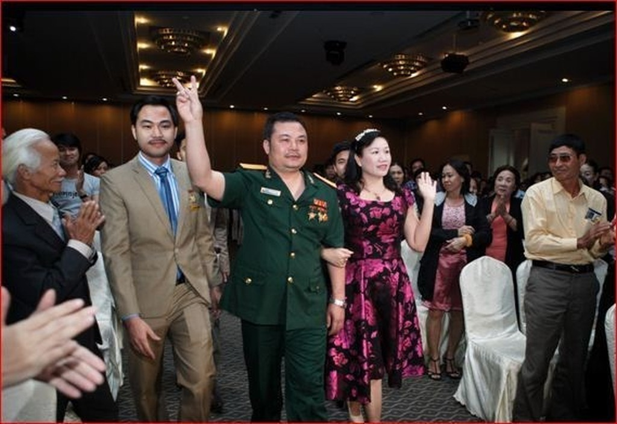 Bị can Lê Xuân Giang (mặc quân phục) tại một cuộc hội thảo của Liên kết Việt
