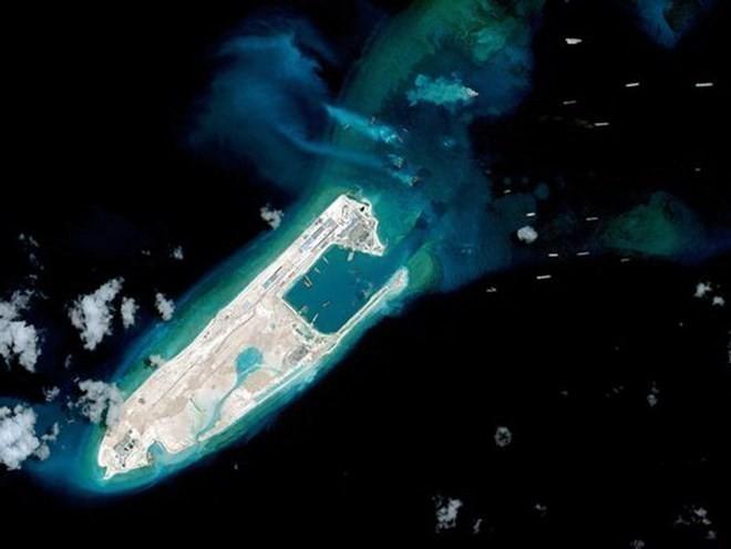 Ảnh chụp vệ tinh Đá Chữ Thập thuộc quần đảo Trường Sa của Việt Nam mà phía Trung Quốc chiếm đóng, xây dựng trái phép. (Nguồn: AFP)