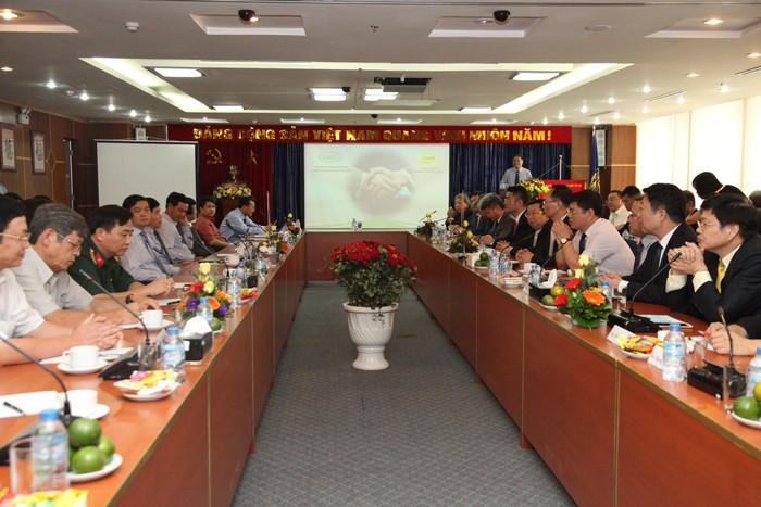 Buổi làm việc giữa Hiệp hội Nhà thầu xây dựng Việt Nam, Hội đồng Doanh nghiệp Trung Quốc - ASEAN và một số DN thuộc TP. Nam Thông, Giang Tô, Trung Quốc. Ảnh: Trần Tuyết