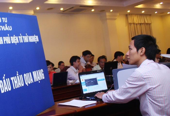 Việc webform HSYC, HSMT sẽ giúp bên mời thầu đăng tải thông tin đấu thầu lên Hệ thống mạng đấu thầu quốc gia thuận tiện hơn. Ảnh: Lê Tiên