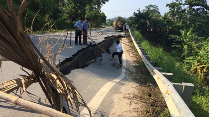 Đoạn đường sụt lún kéo dài hơn 30 mét. Nguồn: Internet