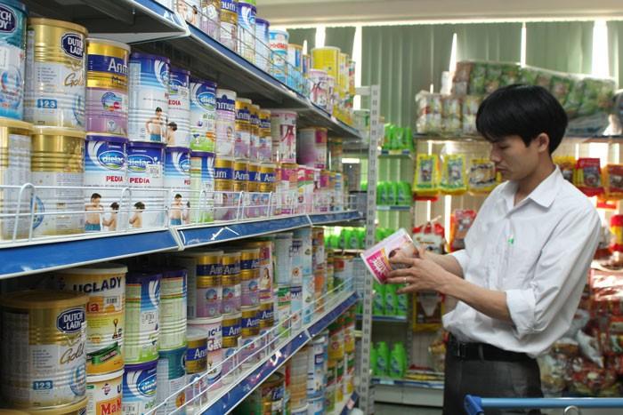 Các công ty sữa của Việt Nam sẽ phải cạnh tranh trong cuộc chiến giành thị phần cùng các thương hiệu sữa lớn trên thế giới. Ảnh: Ngọc Anh