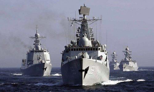 Đội tàu chiến Trung Quốc hoạt động trên biển. Ảnh:AP