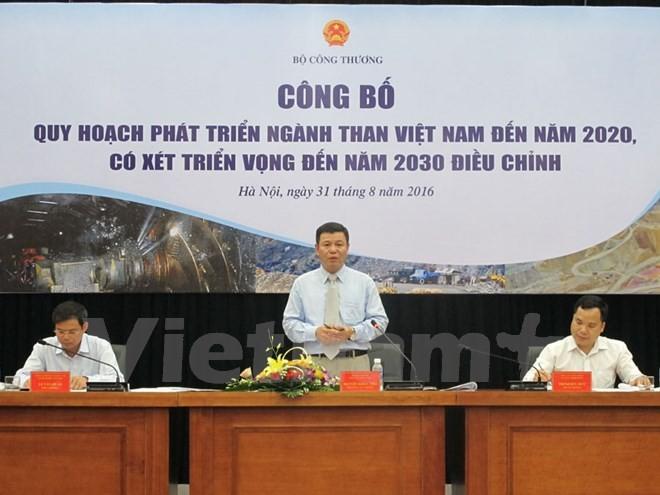 Ông Nguyễn Khắc Thọ đang giải đáp các ý kiến về Quy hoạch ngành Than điều chỉnh. (Ảnh: Đức Duy/Vietnam+)