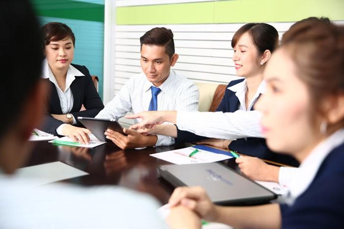 Luật sư khuyến cáo, trong quá trình chuẩn bị đấu thầu, nhà thầu nên có sự chuẩn bị tốt với sự hỗ trợ của các chuyên gia tài chính. Ảnh: Lê Tiên
