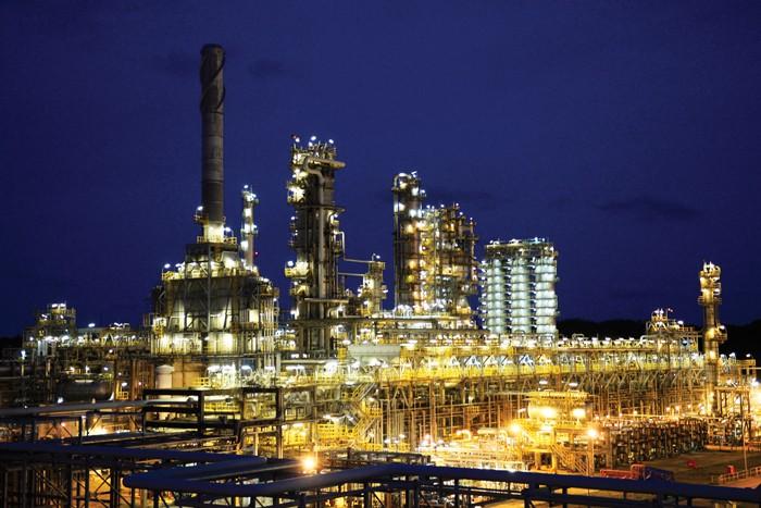 Việc hoàn thành sớm kế hoạch sản lượng là nhờ vận hành tuyệt đối an toàn và ổn định liên tục Nhà máy Lọc dầu Dung Quất ở công suất tối ưu từ 105 - 107%