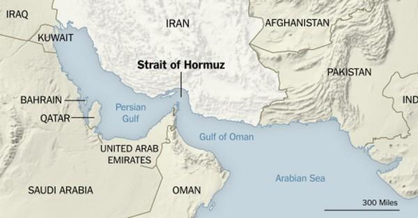 Xuồng vũ trang Iran áp sát, buộc tàu do thám Mỹ đổi hướng - ảnh 1