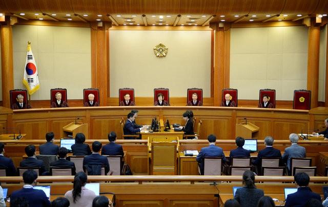 Người Hàn Quốc khóc, cười khi Tổng thống bị phế truất - ảnh 2