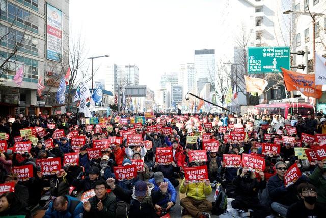 Người Hàn Quốc khóc, cười khi Tổng thống bị phế truất - ảnh 4