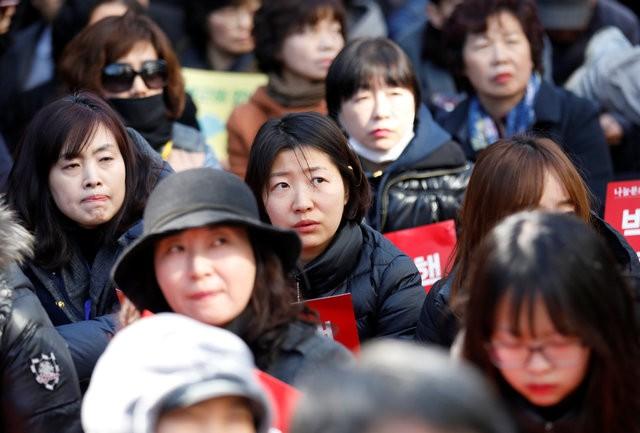 Người Hàn Quốc khóc, cười khi Tổng thống bị phế truất - ảnh 5