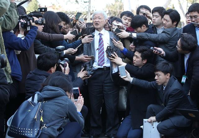 Người Hàn Quốc khóc, cười khi Tổng thống bị phế truất - ảnh 14