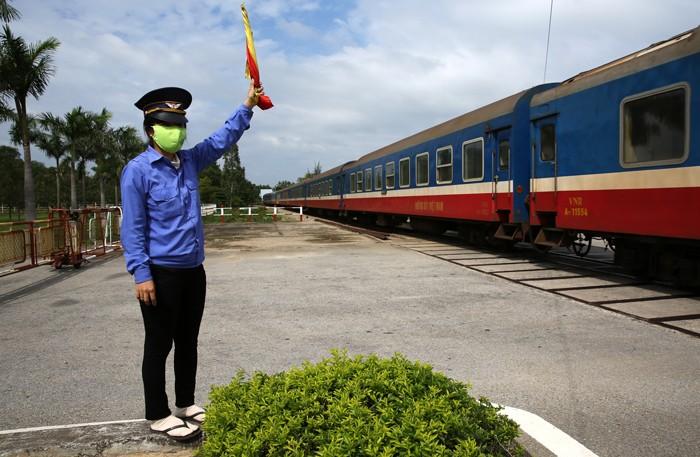 Toàn bộ 266 gói thầu kiểm toán, quyết toán và bảo hiểm thuộc Dự án cải tạo, sửa chữa 133 đường ngang được Tổng công ty Đường sắt Việt Nam chỉ định cho 2 nhà thầu. Ảnh: Lê Tiên