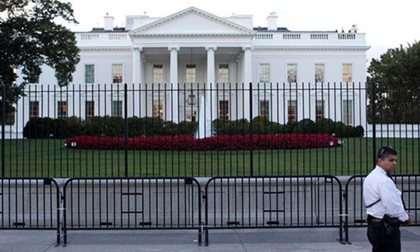 Mật vụ Mỹ từ chối trả lời vì sao nam thanh niên đột nhập được vào Nhà Trắng. Ảnh:PCJP
