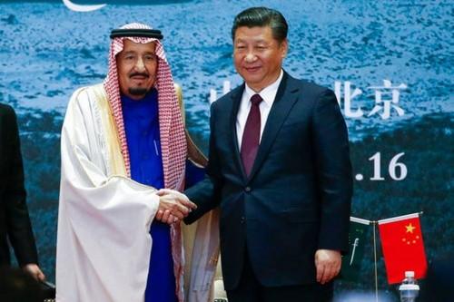 Vua Arab Saudi Salman và Chủ tịch Trung Quốc Tập Cận Bình trong cuộc gặp hôm qua ở Bắc Kinh. Ảnh: Reuters