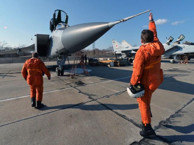 """""""Sát thủ đánh chặn"""" MiG-31 của Nga tập trận ở Viễn Đông - ảnh 1"""