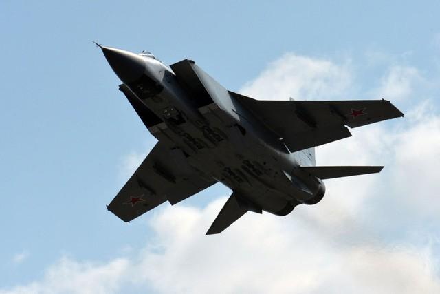 """""""Sát thủ đánh chặn"""" MiG-31 của Nga tập trận ở Viễn Đông - ảnh 4"""