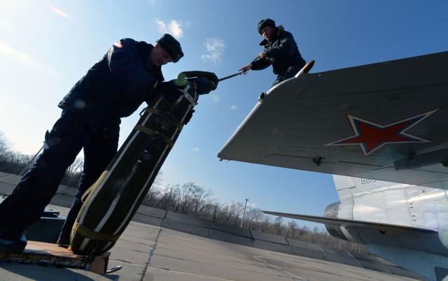 """""""Sát thủ đánh chặn"""" MiG-31 của Nga tập trận ở Viễn Đông - ảnh 7"""
