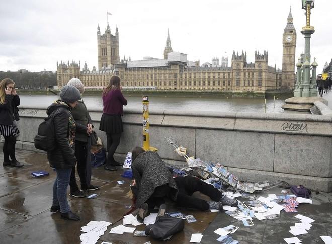 Hiện trường vụ tấn công khủng bố ở thủ đô London - ảnh 1