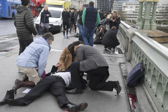 Hiện trường vụ tấn công khủng bố ở thủ đô London - ảnh 7