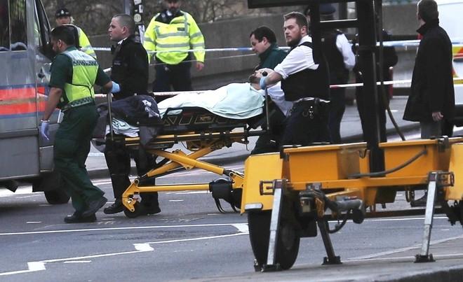 Hiện trường vụ tấn công khủng bố ở thủ đô London - ảnh 8