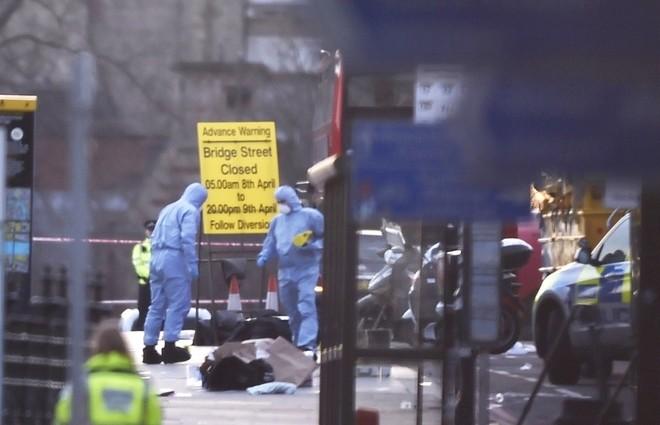 Hiện trường vụ tấn công khủng bố ở thủ đô London - ảnh 9