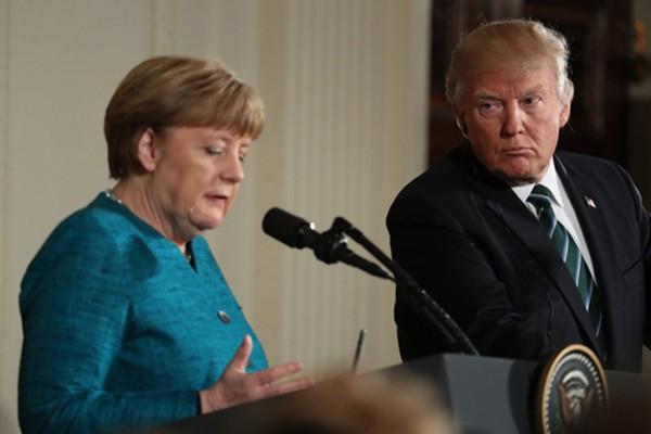 Tổng thống Mỹ và Thủ tướng Đức trong cuộc gặp cách đây hơn một tuần. Ảnh:AP