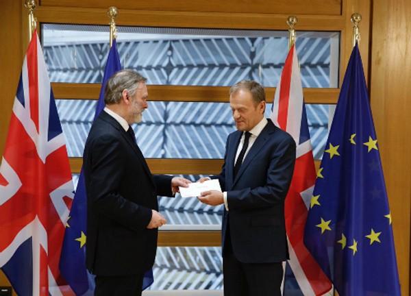 Anh chính thức kích hoạt quá trình rời EU - ảnh 1