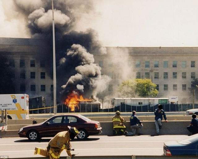 FBI công bố ảnh Lầu Năm Góc tan hoang sau vụ khủng bố 11/9