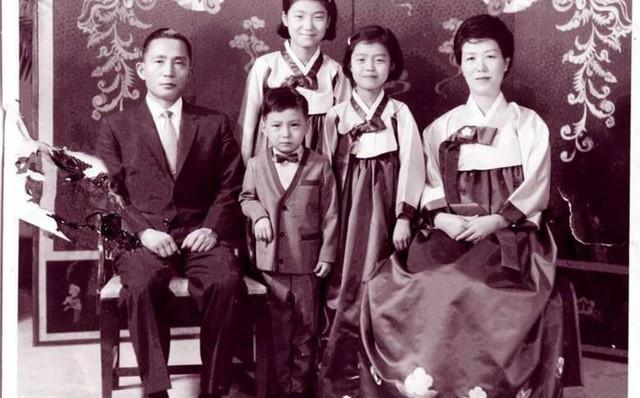Cuộc đời bi kịch của bà Park Geun-hye từ Nhà Xanh tới song sắt nhà lao - ảnh 1