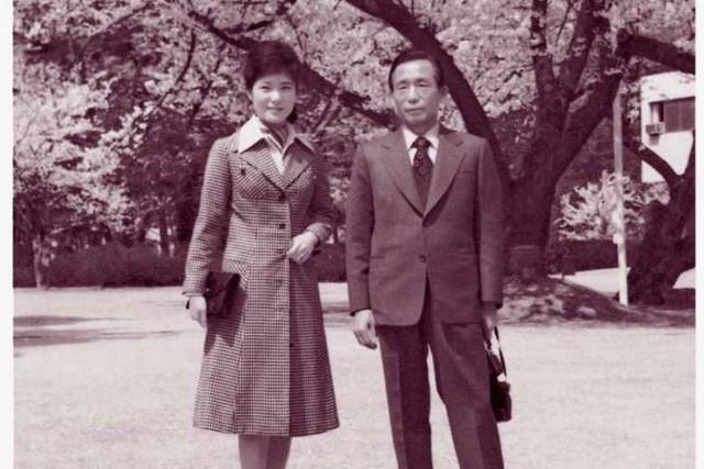 Cuộc đời bi kịch của bà Park Geun-hye từ Nhà Xanh tới song sắt nhà lao - ảnh 5