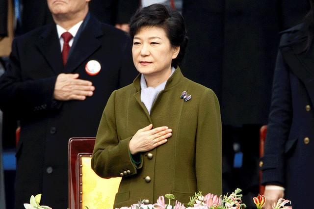 Cuộc đời bi kịch của bà Park Geun-hye từ Nhà Xanh tới song sắt nhà lao - ảnh 9