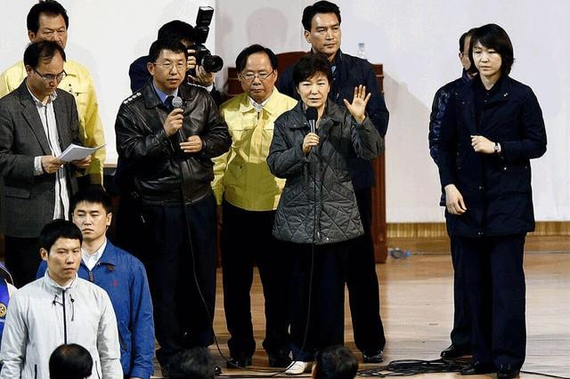 Cuộc đời bi kịch của bà Park Geun-hye từ Nhà Xanh tới song sắt nhà lao - ảnh 10