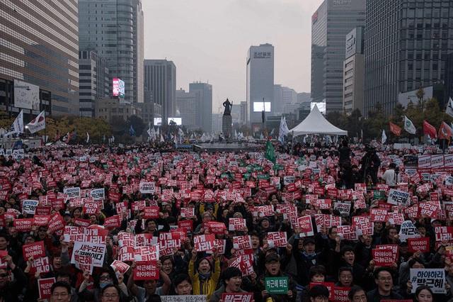 Cuộc đời bi kịch của bà Park Geun-hye từ Nhà Xanh tới song sắt nhà lao - ảnh 14