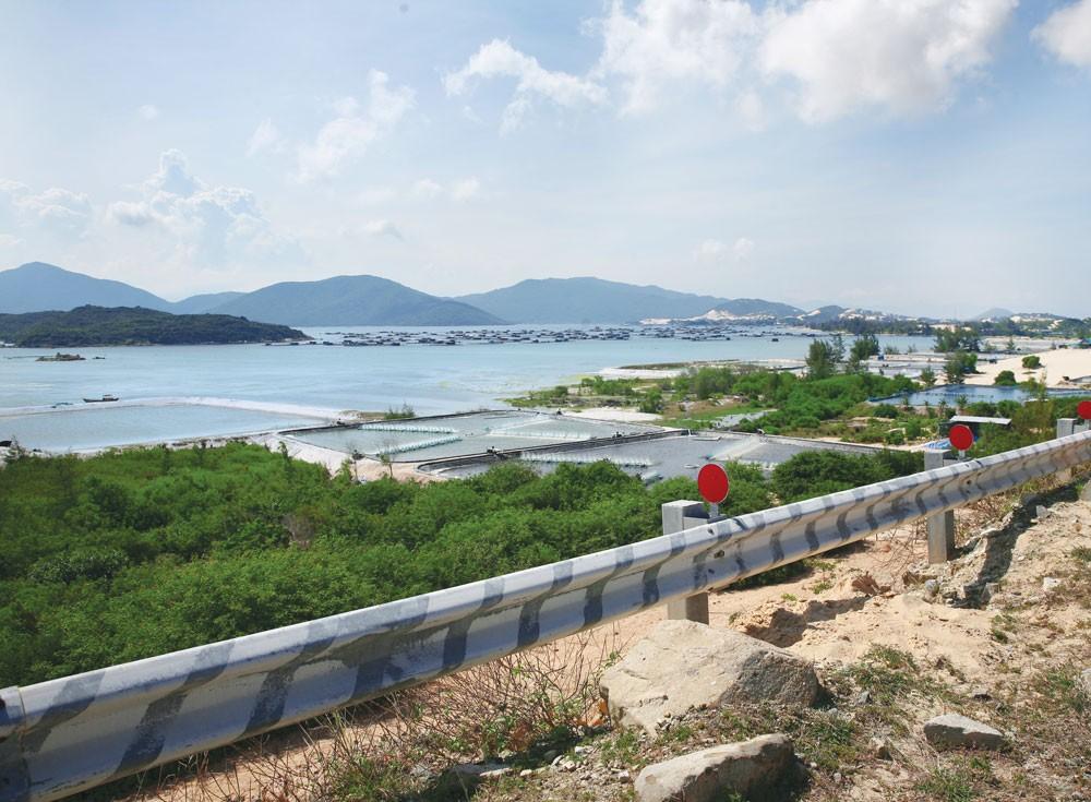 Bắc Vân Phong có lợi thế so sánh về điều kiện phát triển cảng biển quốc tế. Ảnh: Nhã Chi