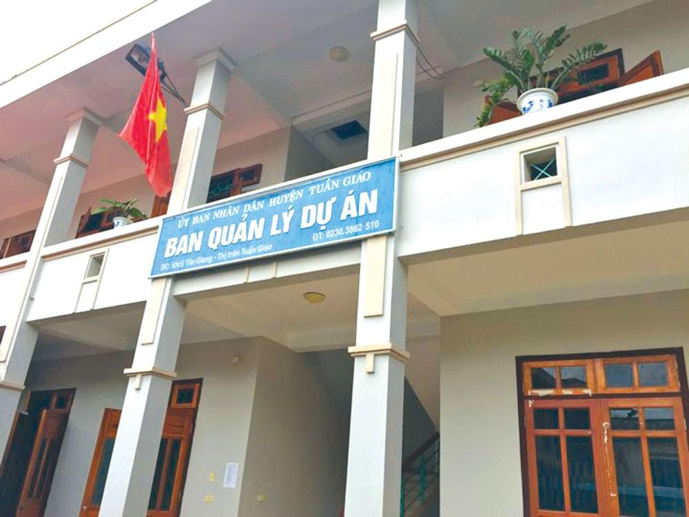 Từ lãnh đạo đến nhân viên Ban QLDA huyện Tuần Giáo, tỉnh Điện Biên đều trả lời không biết ai là người được giao bán HSMT