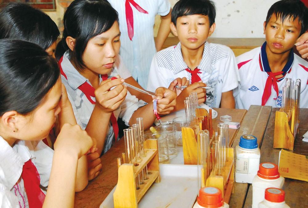 Hiện tượng không bán HSYC, HSMT các gói thầu mua sắm trang thiết bị giáo dục phổ biến đến mức báo động. Ảnh: Ngọc Kỳ