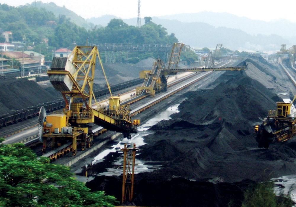 Để mua được thiết bị có chất lượng phục vụ cho ngành than thì các chủ đầu tư, bên mời thầu phải xây dựng được HSMT tốt. Ảnh: Bảo Anh