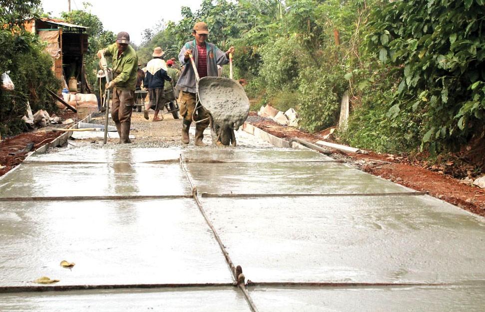 Gói thầu nhằm mục tiêu nâng cấp mặt đường, công trình thoát nước Đường giao thông liên xã Đắk Nuê - Krông Nô. Ảnh: Đăng Triều