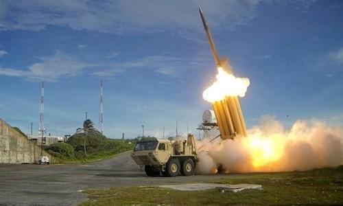 Hệ thống THAAD Mỹ khai hỏa. Ảnh:Reuters.