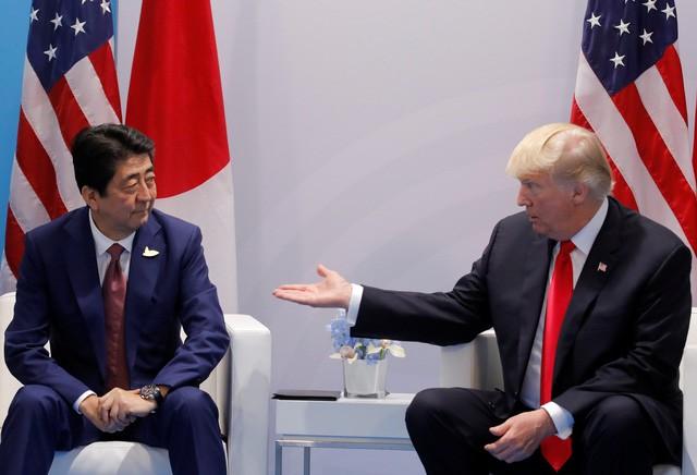 Tổng thống Trump hội đàm cùng Thủ tướng Shinzo Abe tại Đức ngày 8/7 (Ảnh: Reuters)