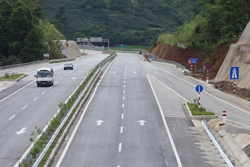 Dự án Đường nối cao tốc Nội Bài - Lào Cai đến thị trấn Sa Pa đang gặp khó khăn về nguồn vốn. Ảnh: Tường Lâm
