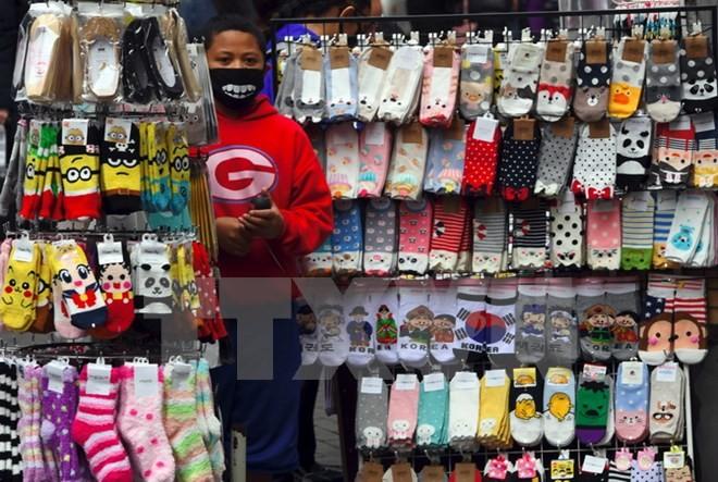 Một quầy bán hàng hóa tại Seoul, Hàn Quốc. (Nguồn: AFP/TTXVN)