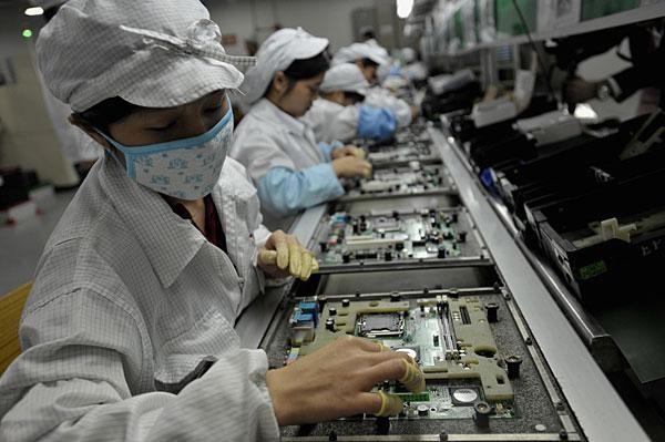 Mặc dù có sự đóng góp vào xuất khẩu lớn cho Việt Nam nhưng các DN FDI đã và đang khiến nhập khẩu và nhập siêu của Việt Nam gia tăng mạnh mẽ.