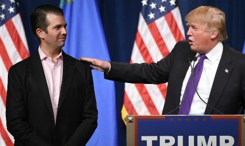 Tổng thống Mỹ Trump và con trai cả Trump Jr. Ảnh:AP