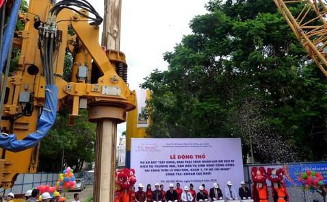 Dự án bãi đậu xe ngầm tại công viên Lê Văn Tám khởi công từ tháng 8/2010 nhưng bị đắp chiếu từ đó đến nay do gặp vướng thủ tục. Ảnh:Kiên Cường.