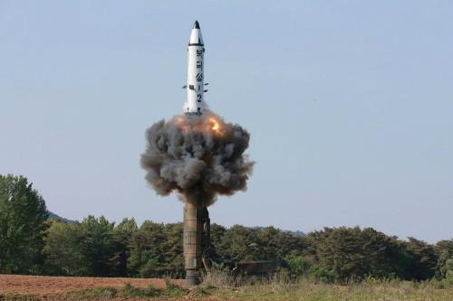 Một vụ phóng tên lửa đạn đạo của Triều Tiên. Ảnh:KCNA