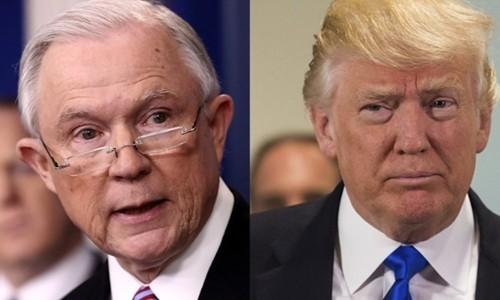 Bộ trưởng Tư pháp Mỹ Jeff Sessions (trái) và Tổng thống Donald Trump. Ảnh:CNN.
